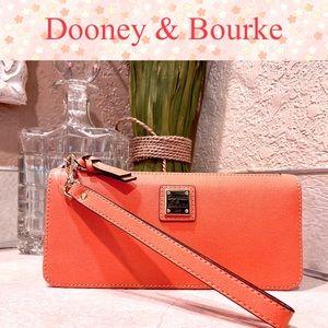 NEW! Dooney & Bourke Clutch / Wristlet